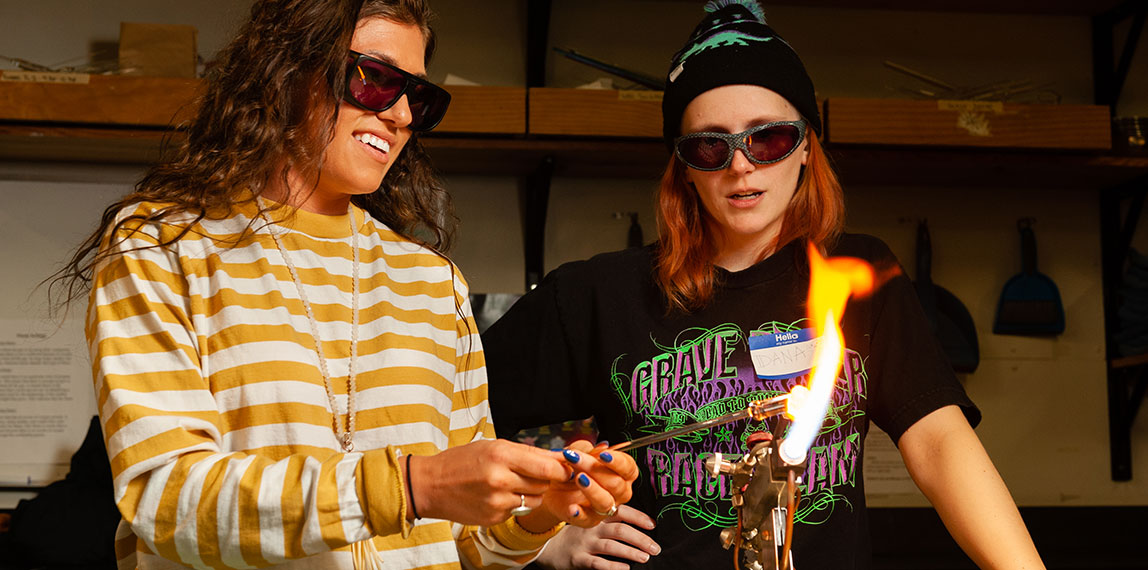 Try glassmaking in 15 minutes or less! Make-It-Now at Pittsburgh Glass Center